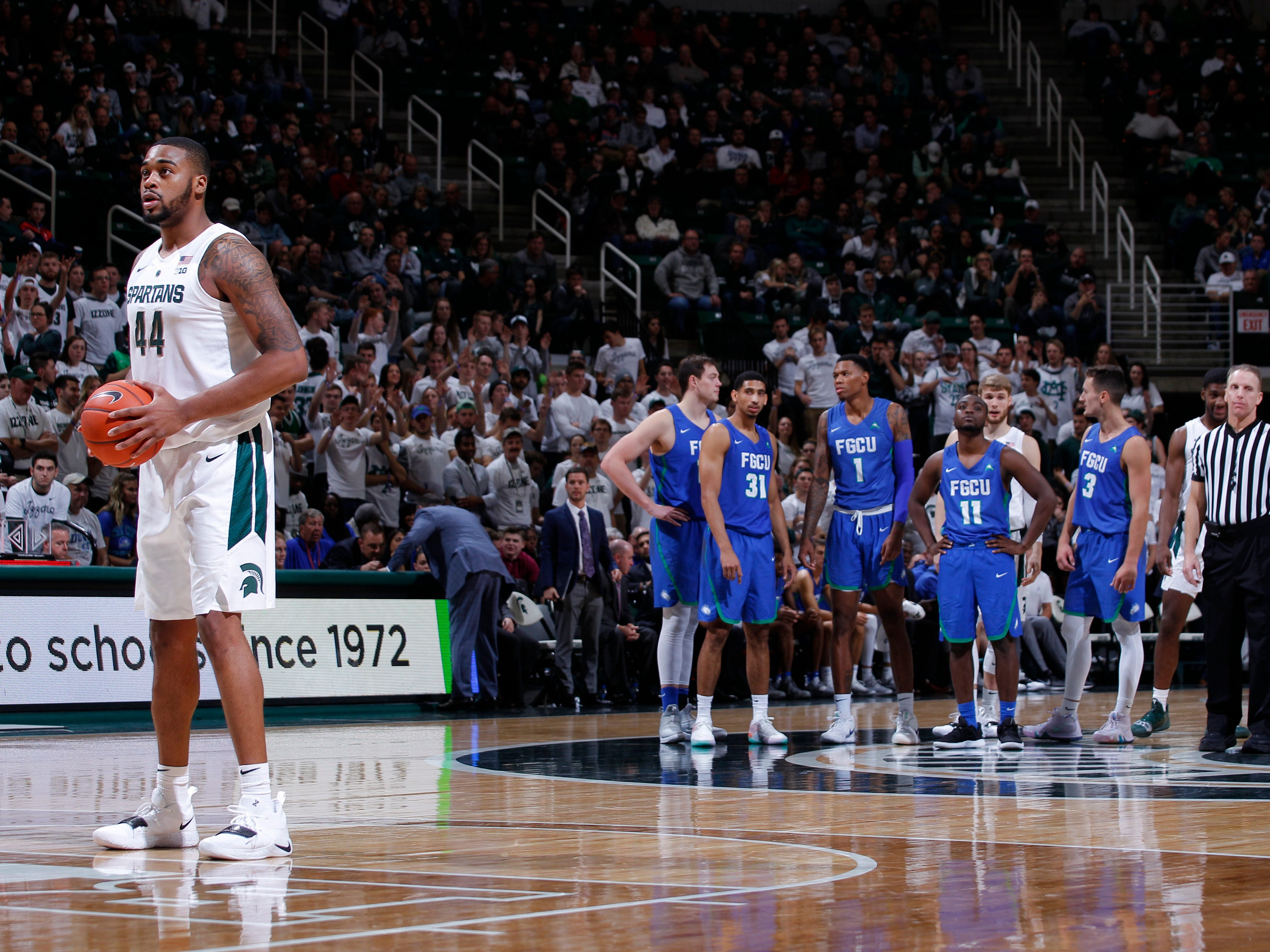 Michigan State's Nick Ward, left, prepares to shoot a free throw for a technical foul against Florida Gulf Coast during the second half Sunday night at Breslin Center.