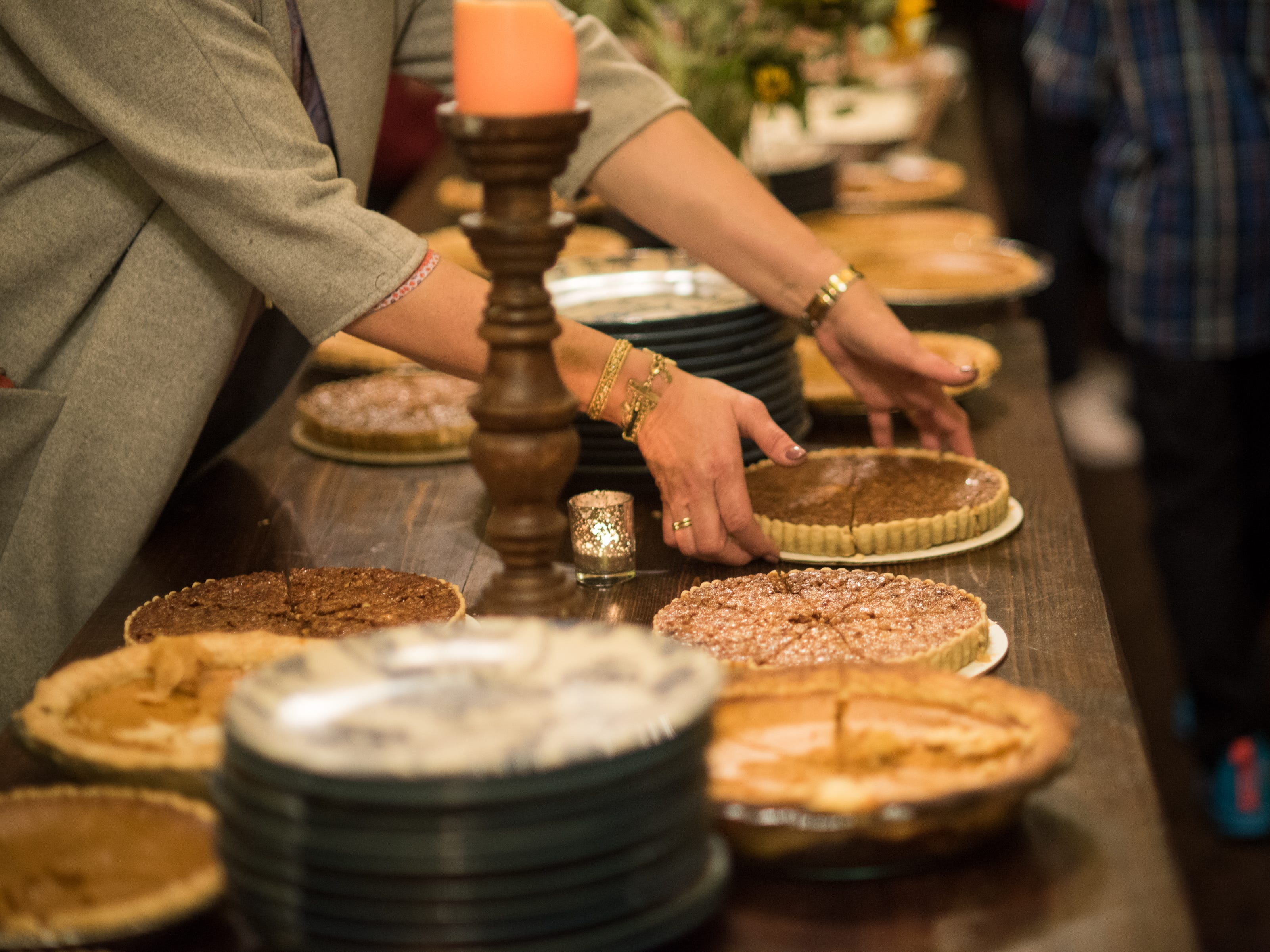 No detail is left out at Donna's Table. An annual Thanksgiving lunch for the homeless that Glenda Hastings hosts at her East Memphis restaurant Napa Cafe.
