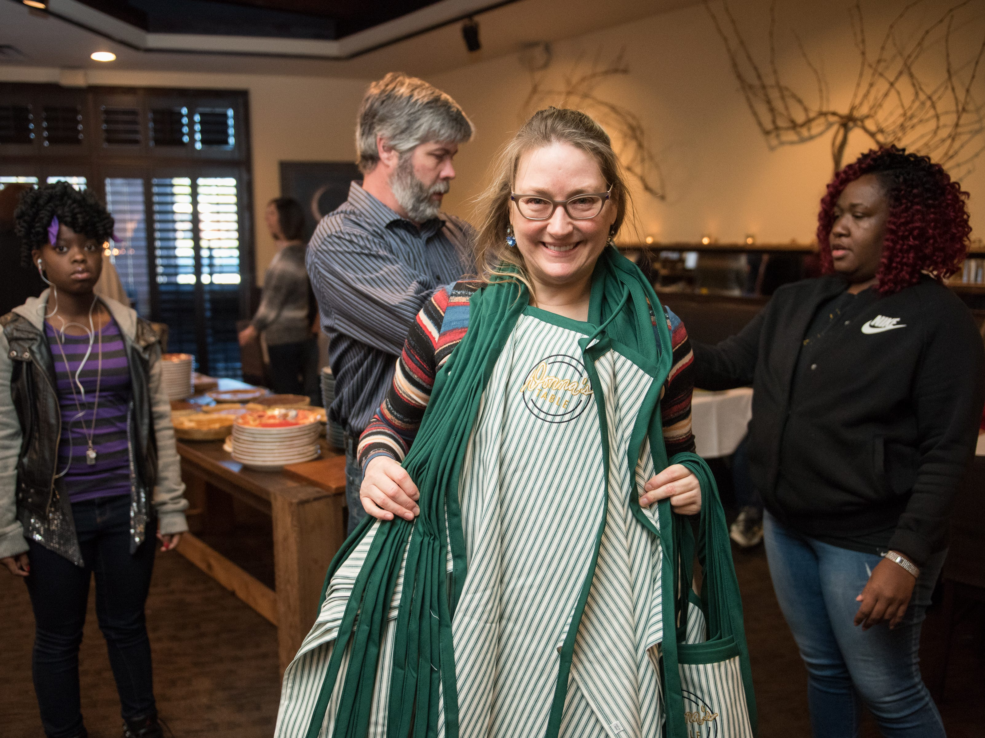 Glenda Hastings, owner of Napa Cafe, recruits friends and customers to help her serve a turkey dinner to the homeless at her restaurant every Thanksgiving.  She has named the event Donna's Table in honor of her mother.