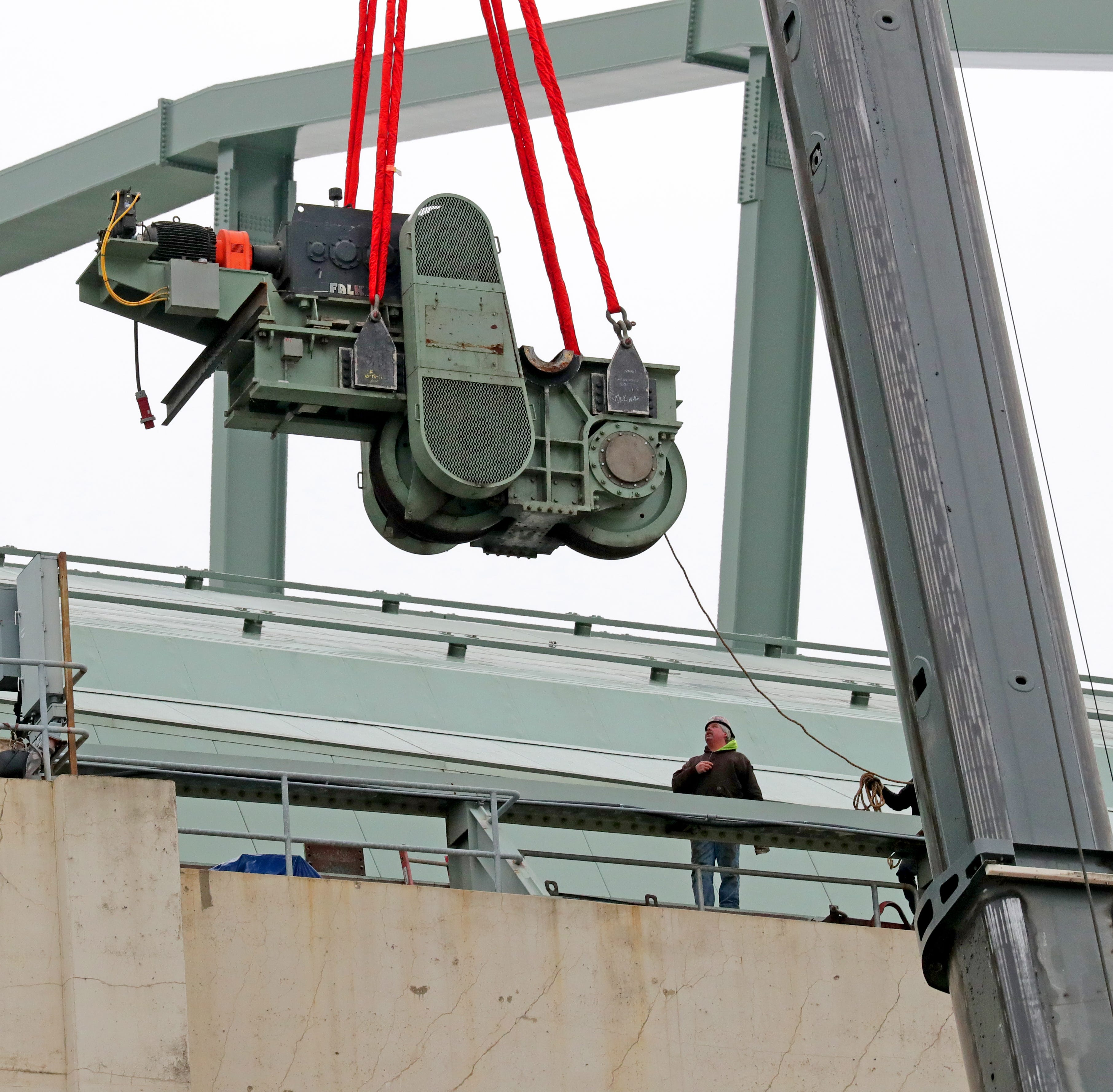 Giant crane removes a key piece of Miller Park roof to replace a bearing that makes odd noise