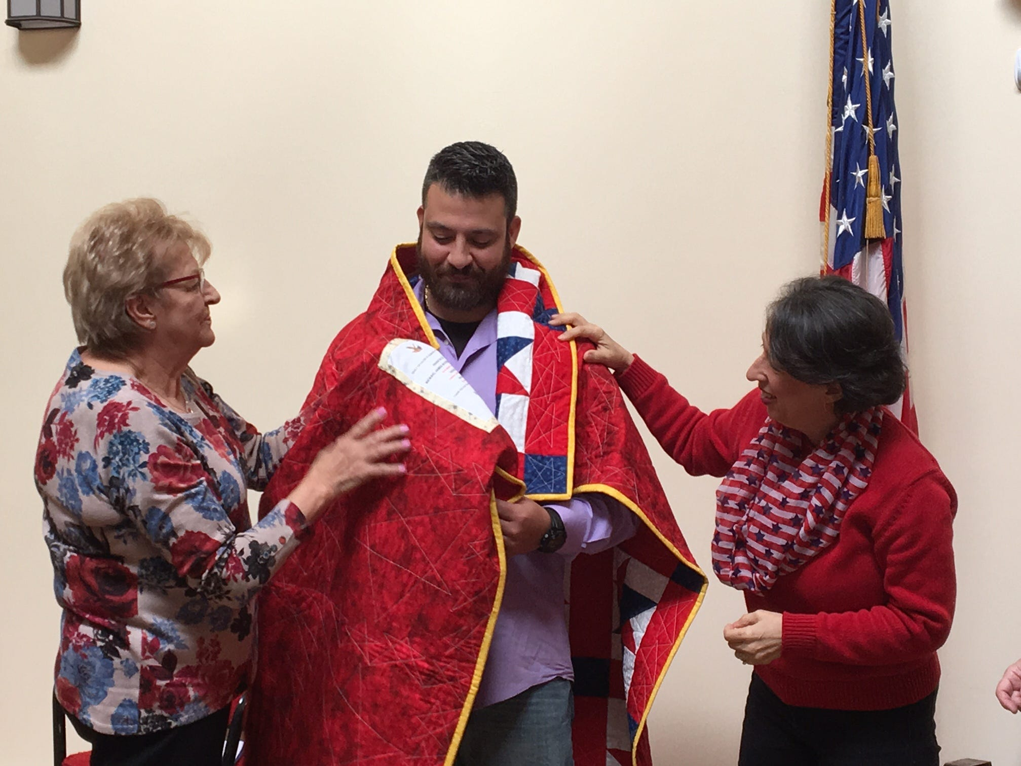 Heroic former Army sergeant wrapped in 'Valor Quilt' for Veterans Day