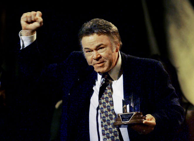 Roy Clark accepts the Minnie Pearl humanitarian award during the TNN/Music City News Awards show June 14, 1999.
