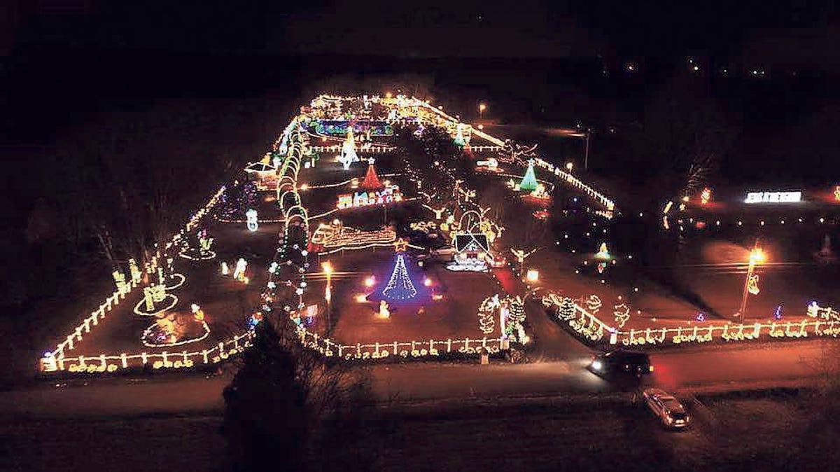 Drive Thru Light Display In Lebanon Spreads Christmas Cheer
