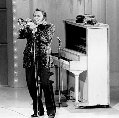 Roy Clark shows off his talents for the audience at the seventh annual CMA Awards show at the Grand Ole Opry House on Oct. 15, 1973. Clark went on to win the coveted Entertainer of the Year award.