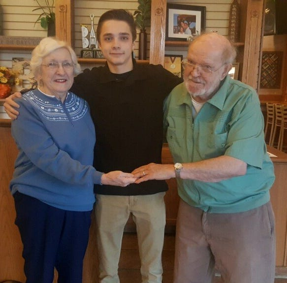 Teen busboy searches for couple to return lost wedding ring