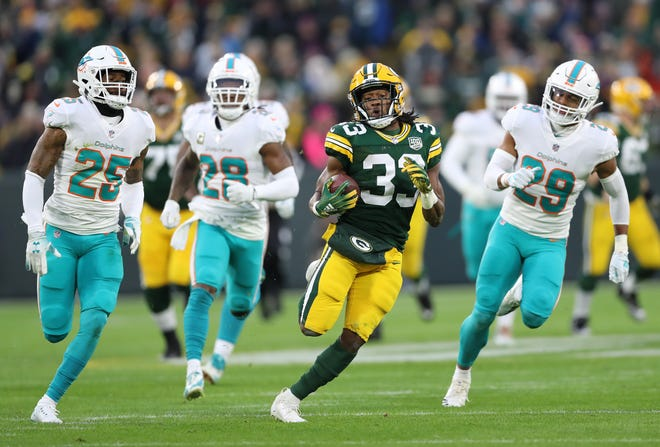 Green Bay Packers running back Aaron Jones (33) runs past the defense against the Miami Dolphins at Lambeau Field Sunday, November 11, 2018 in Green Bay, Wis. Jim Matthews/USA TODAY NETWORK-Wis