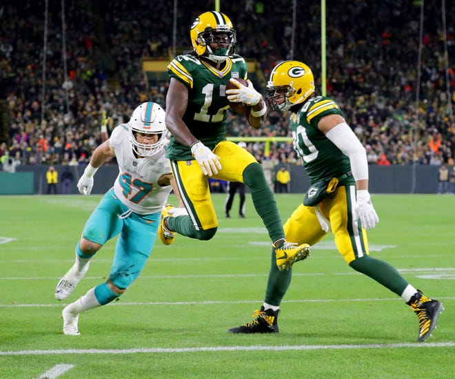 Green Bay Packers wide receiver Davante Adams (17) scores a touchdown during the 3rd quarter of the Green Bay Packers  game against the Miami Dolphins at Lambeau Field in Green Bay, Wis. on Sunday, November 11, 2018. Mike De Sisti / USA TODAY NETWORK-Wis