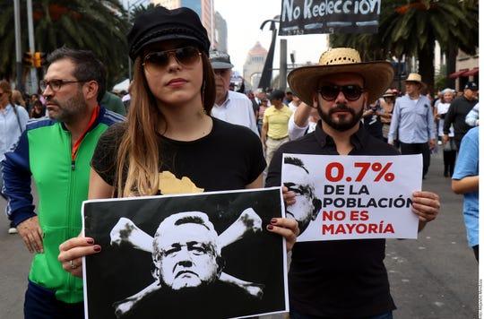 Personas marcharon el domingo 11 de noviembre, 2018 en la CDMX para protestar por los planes del presidente electo Andrés Manuel López Obrador de cancelar nuevo aeropuerto de 13,000 millones de dólares. Muchos de los manifestantes parecían ser de una clase social que pocas veces marcha por las calles de la capital.