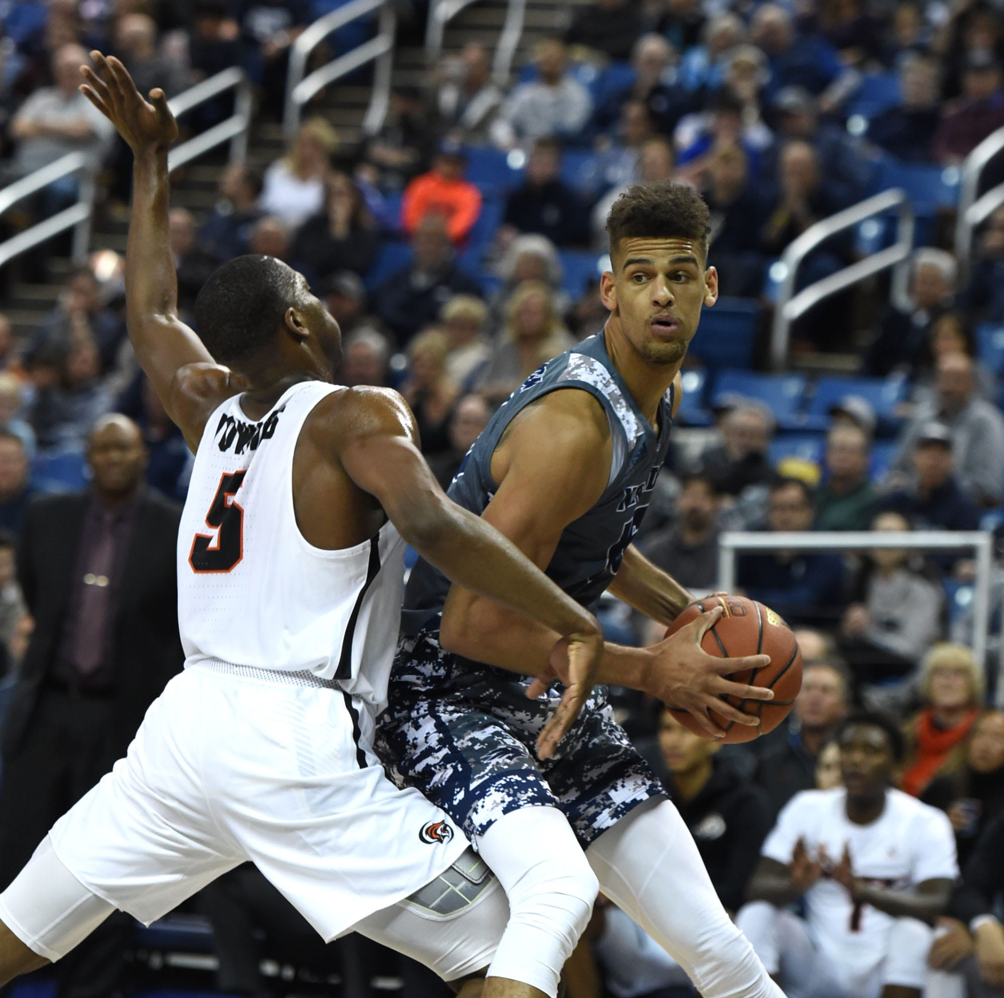 On the move: Nevada Wolf Pack basketball lands best-ever No. 6 ranking in AP Top 25