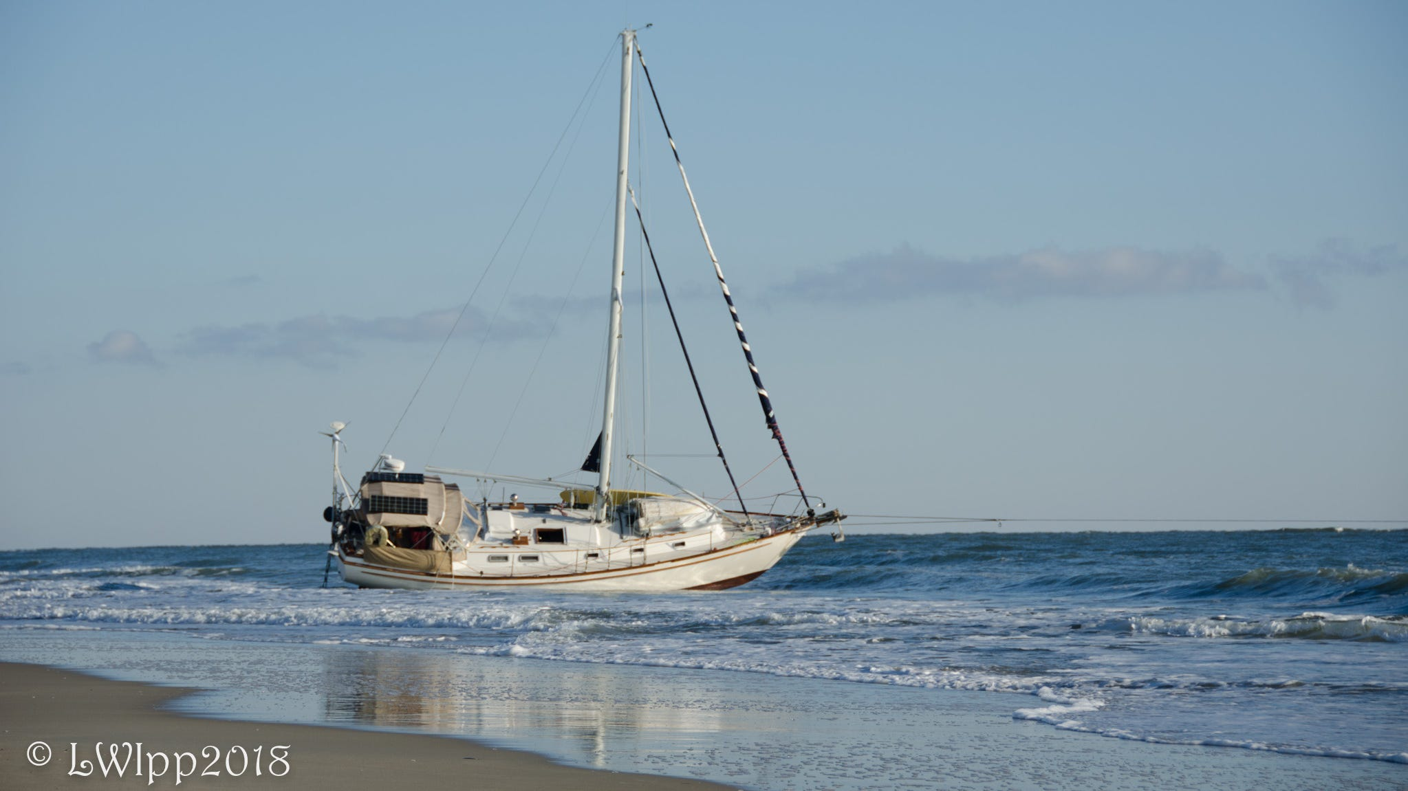 Ocean City: Coast Guard responds after sailboat runs aground