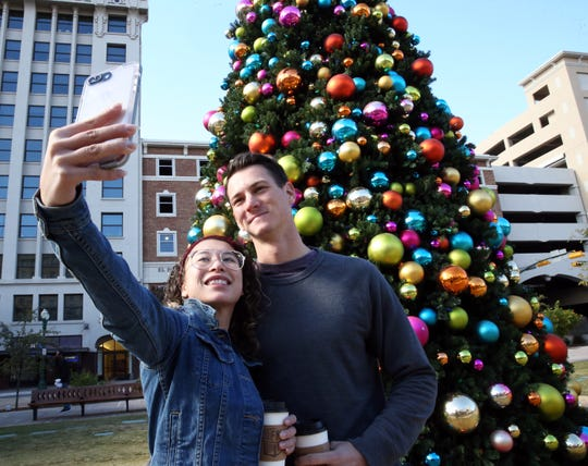 San Jacinto Plaza is the perfect place to take some last-minute holiday photos and spike that holiday spirit.