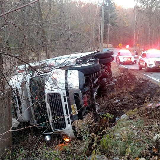 Traffic: Rollovers, ice slow Saw Mill River Parkway, South Monsey Road