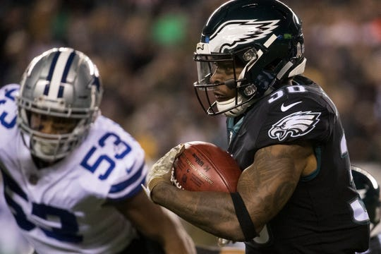 Eagles' Corey Clement runs downfield Sunday night against the Cowboys.
