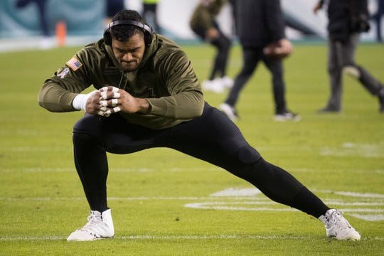 Eagles' Jordan Mailata warms up before facing the Dallas Cowboys  at Lincoln Financial Field on Nov. 11, 2018.