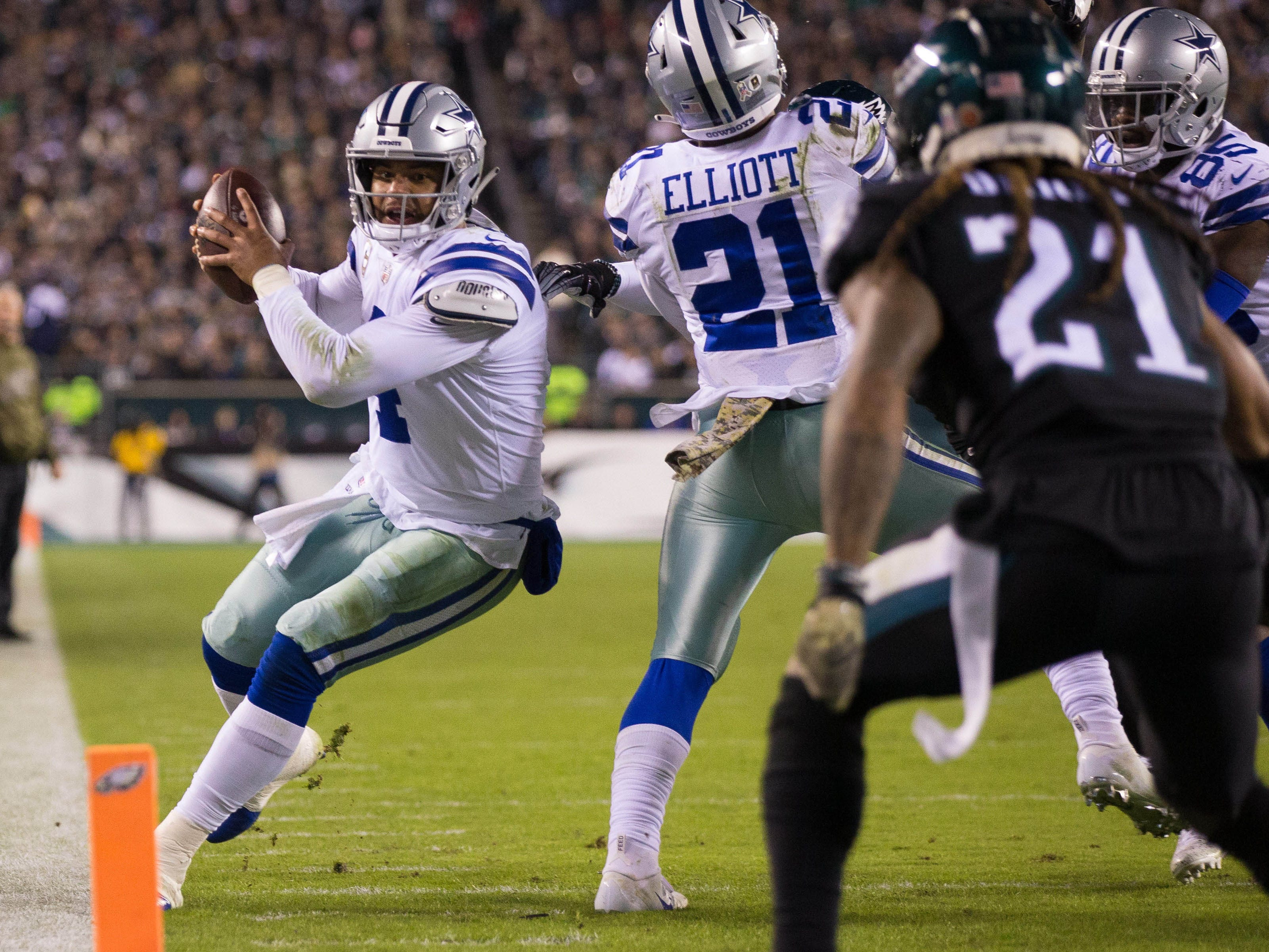 Dallas Cowboys quarterback Dak Prescott runs with the ball against the Philadelphia Eagles during the second quarter at Lincoln Financial Field.