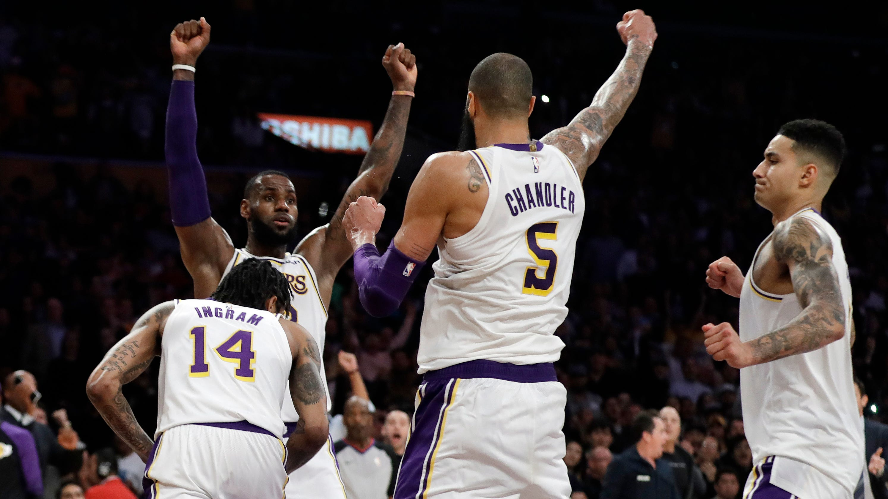 los angeles lakers lebron james tyson chandler clutch in win
