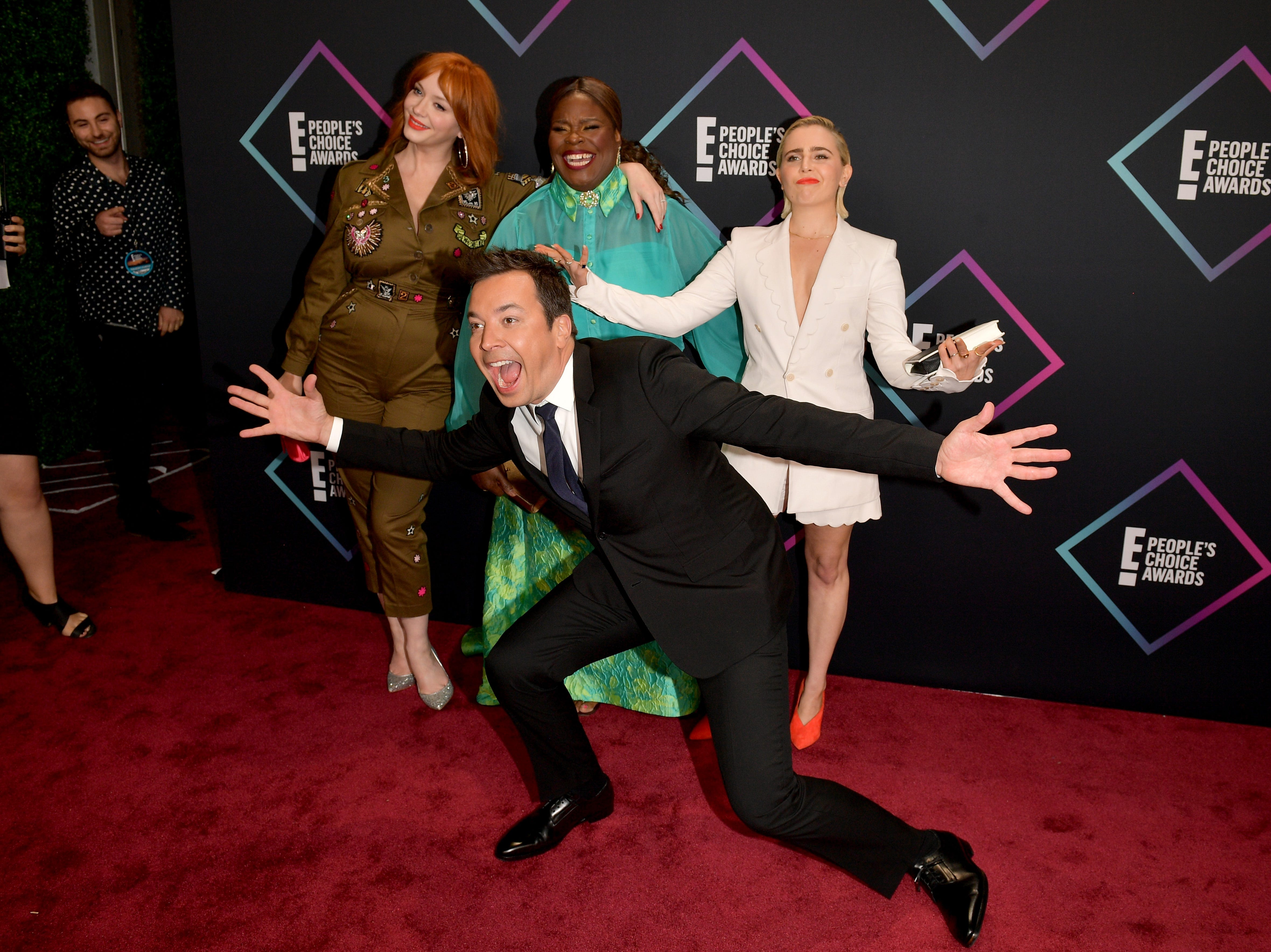 SANTA MONICA, CA - NOVEMBER 11:  (back L-R) Christina Hendricks, Retta, Mae Whitman, and (front) Jimmy Fallon attend the People's Choice Awards 2018 at Barker Hangar on November 11, 2018 in Santa Monica, California.  (Photo by Matt Winkelmeyer/Getty Images) ORG XMIT: 775237965 ORIG FILE ID: 1060374550
