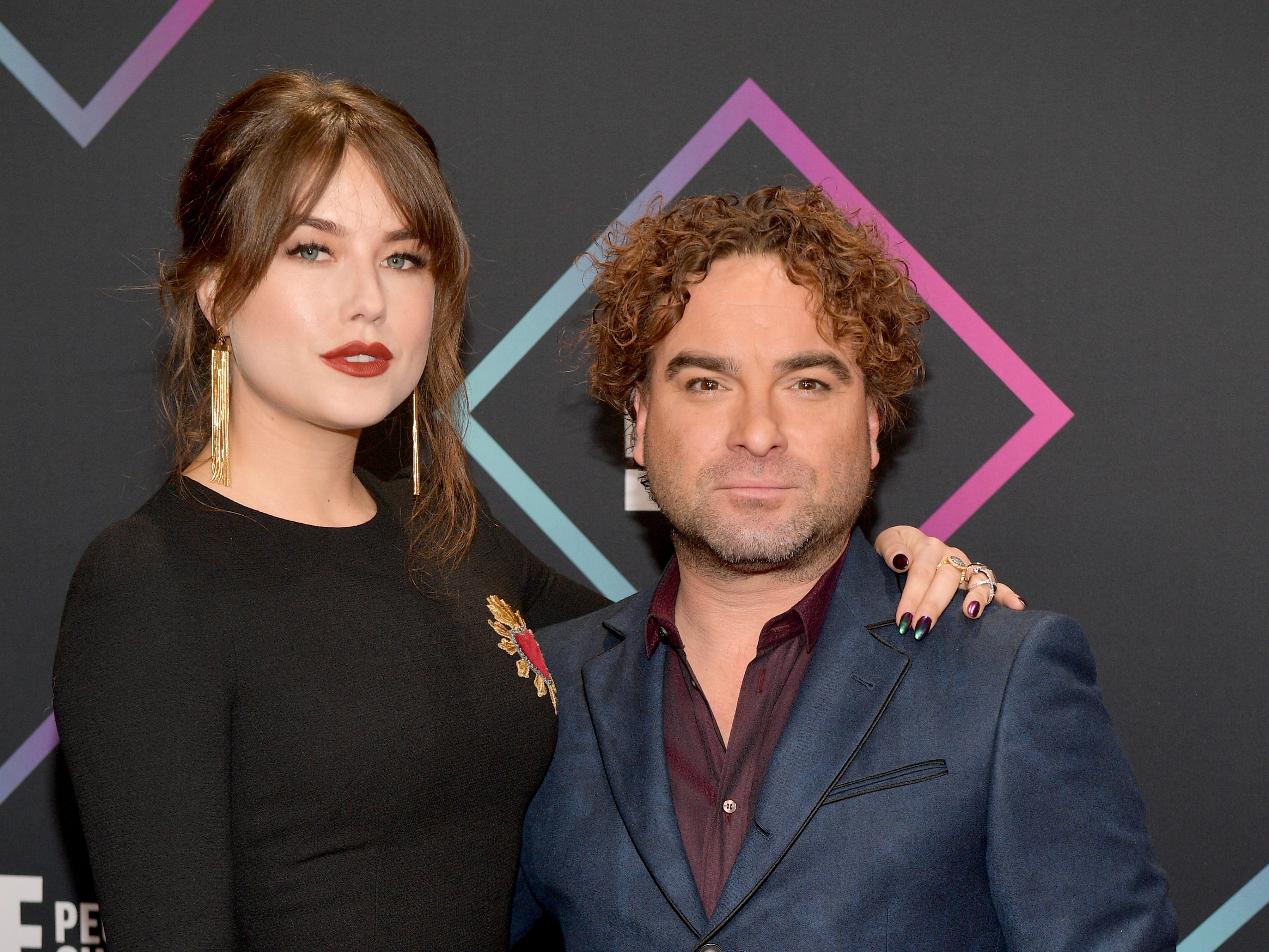 'Big Bang' star Johnny Galecki walks the People's Choice red carpet with 21-year-old girlfriend
