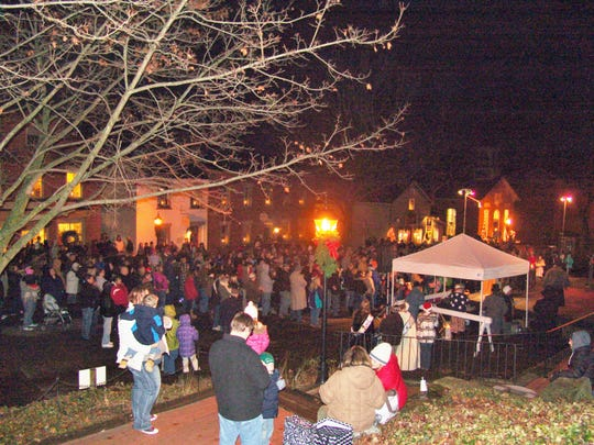 Special events such as the annual candelighting ceremonies in Roscoe Village attack visitors to the area and boost the economy.  According to Tourism Ohio in 2018, tourism for Coshocton County represented about $56.5 million in sales, supporting 738 jobs and $14.1 million in local wages and $6.8 million in local taxes.