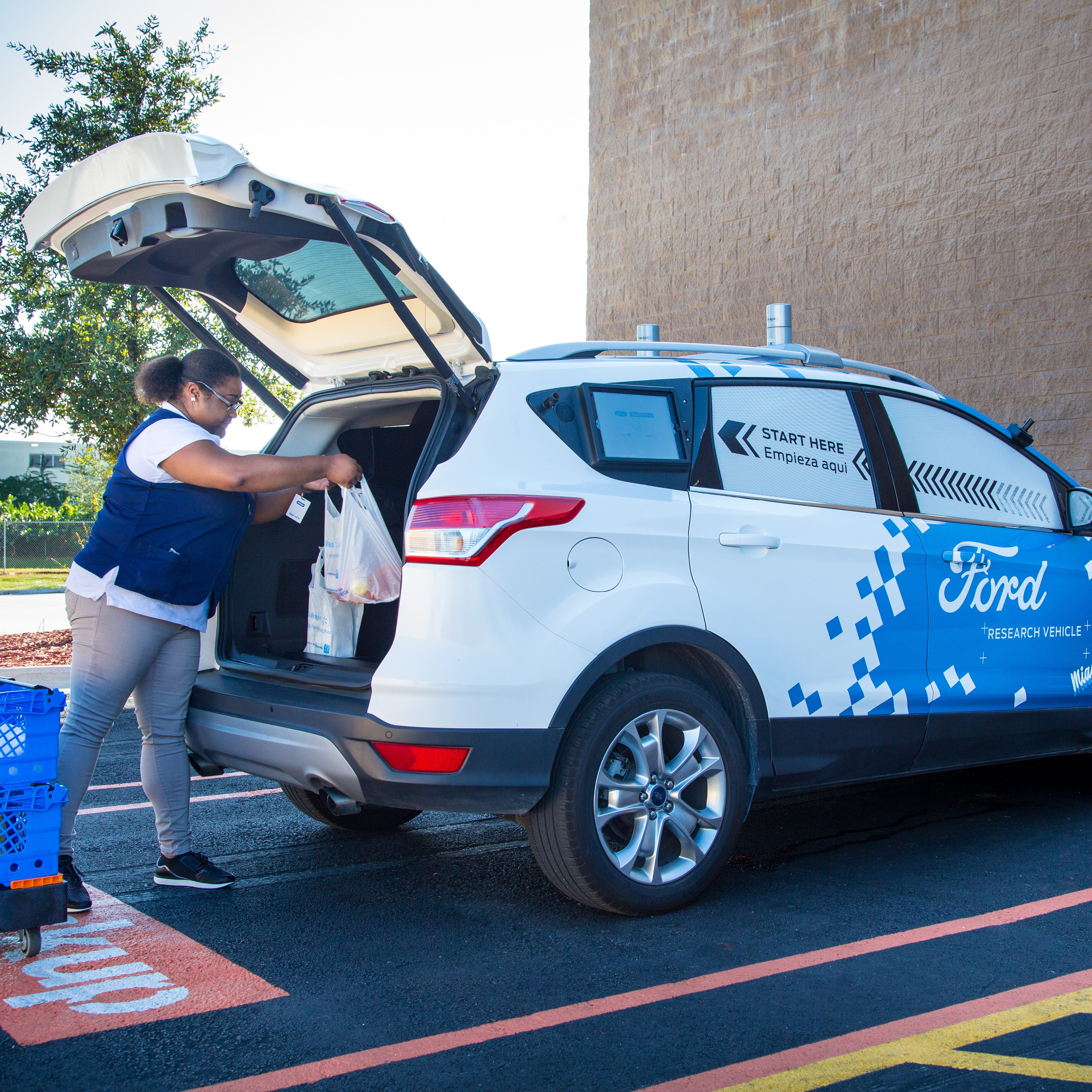 Ford, Walmart partner on self-driving grocery delivery