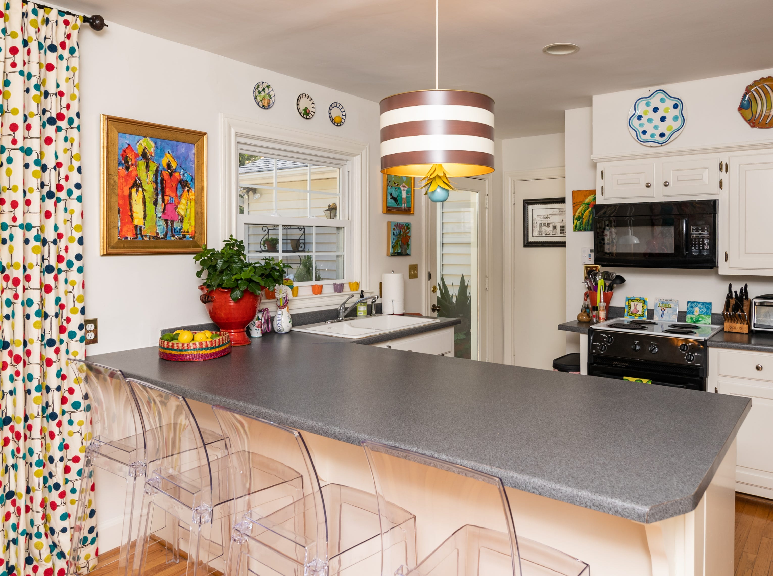 What happens when an artist with a creative eye and a love for mixing the old with the new shakes up the plan? This ranch house reinvented with with neutral walls and pops of color throughout.