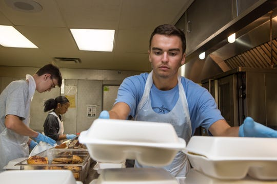 The Center for Leadership and Service at the University of Tennessee, Knoxville, helps connect students to service opportunities in Knoxville. Students volunteered at The Love Kitchen as part of the Ignite Serves program.