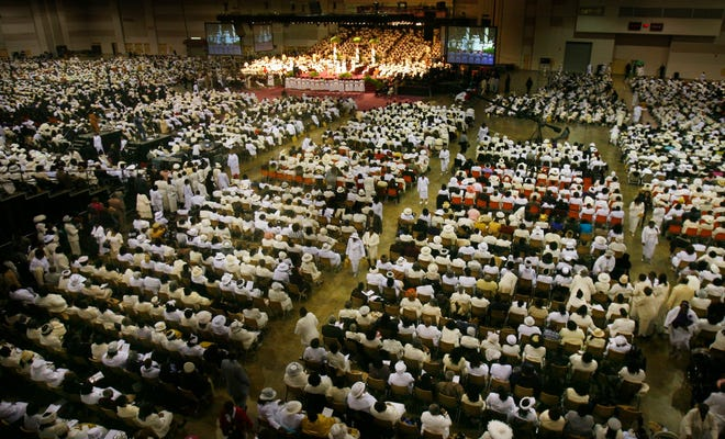 Thousands of COGIC members from all around filled the Cook Convention Center in November 2007.