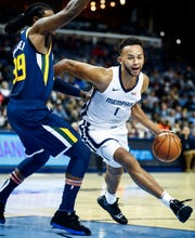 Memphis Grizzlies forward Kyle Anderson (right) drives the lane against Utah Jazz defender Jae Crowder (left) during action at the FedExForum in Memphis, Tenn., Monday, November 12, 2018.