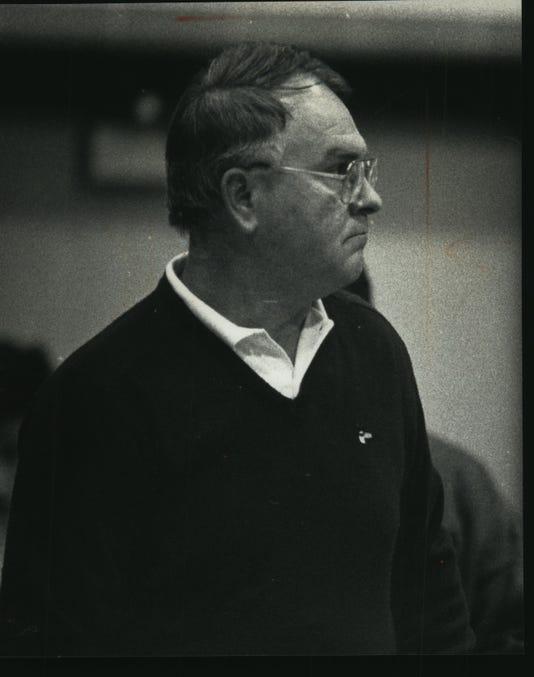 1991 Press Photo 26 Year Oconomowoc High School Wrestling Coach Gale Douglas
