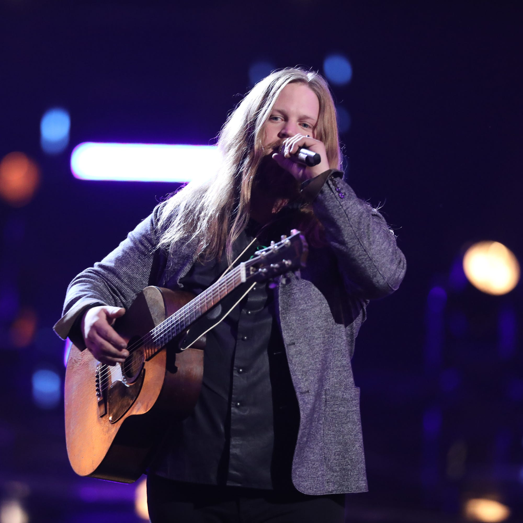 Wisconsin's Chris Kroeze advances to the top 13 on 'The Voice'