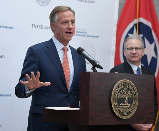 With Nashville Mayor David Briley looking on, Gov. Bill Haslam announces that Amazon is bringing its new operations hub to Nashville at a news conference Tuesday, Nov. 13, 2018, at the state Capitol.