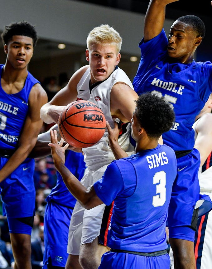 Belmont forward Derek Sabin (21) fights for the ball with MTSU guard Donovan Sims (3)during the first half at the Curb Event Center Arena in Nashville, Tenn., Monday, Nov. 12, 2018.