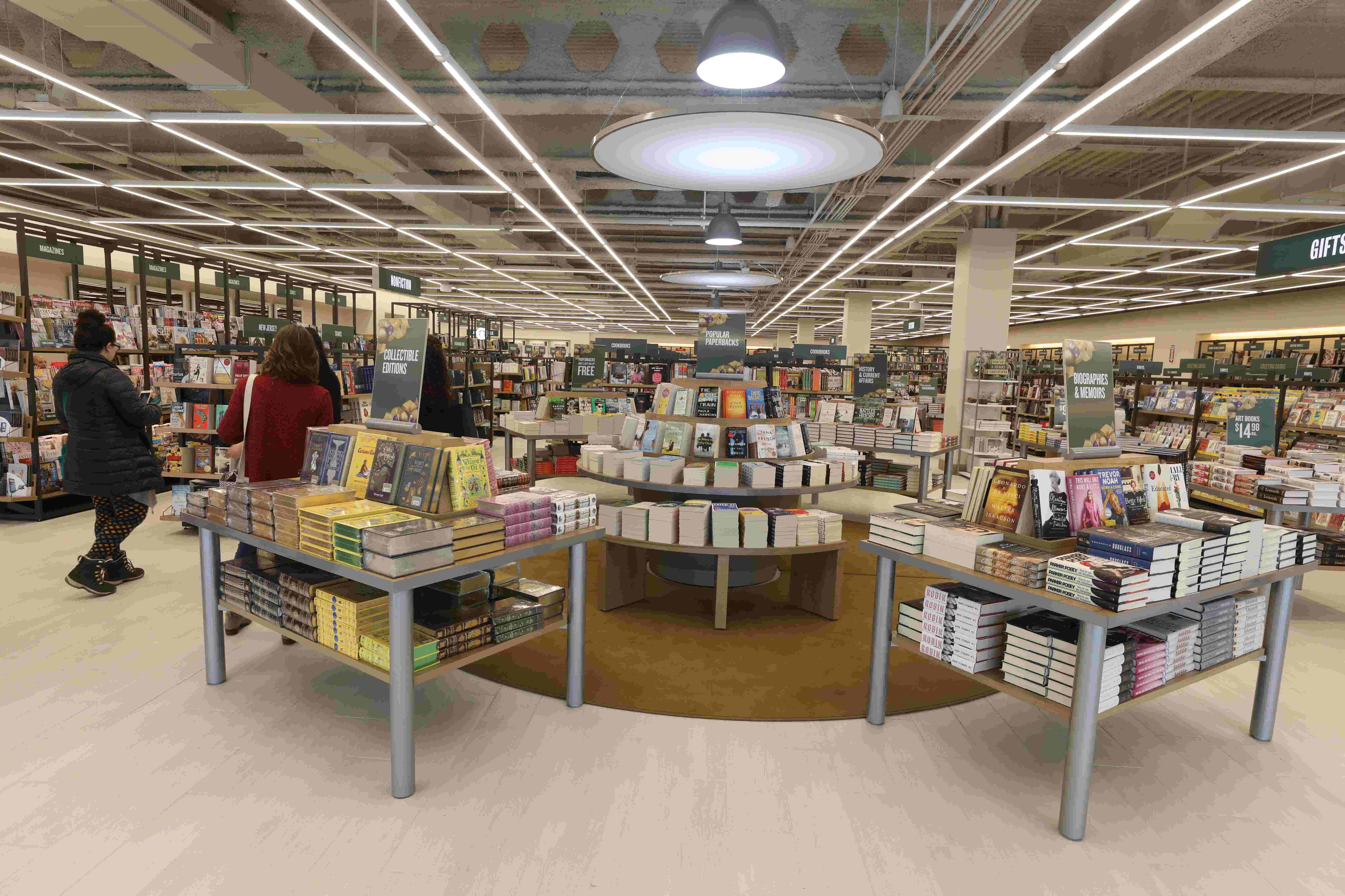 Barnes Noble S First Prototype Store In Nj Opens In Hackensack