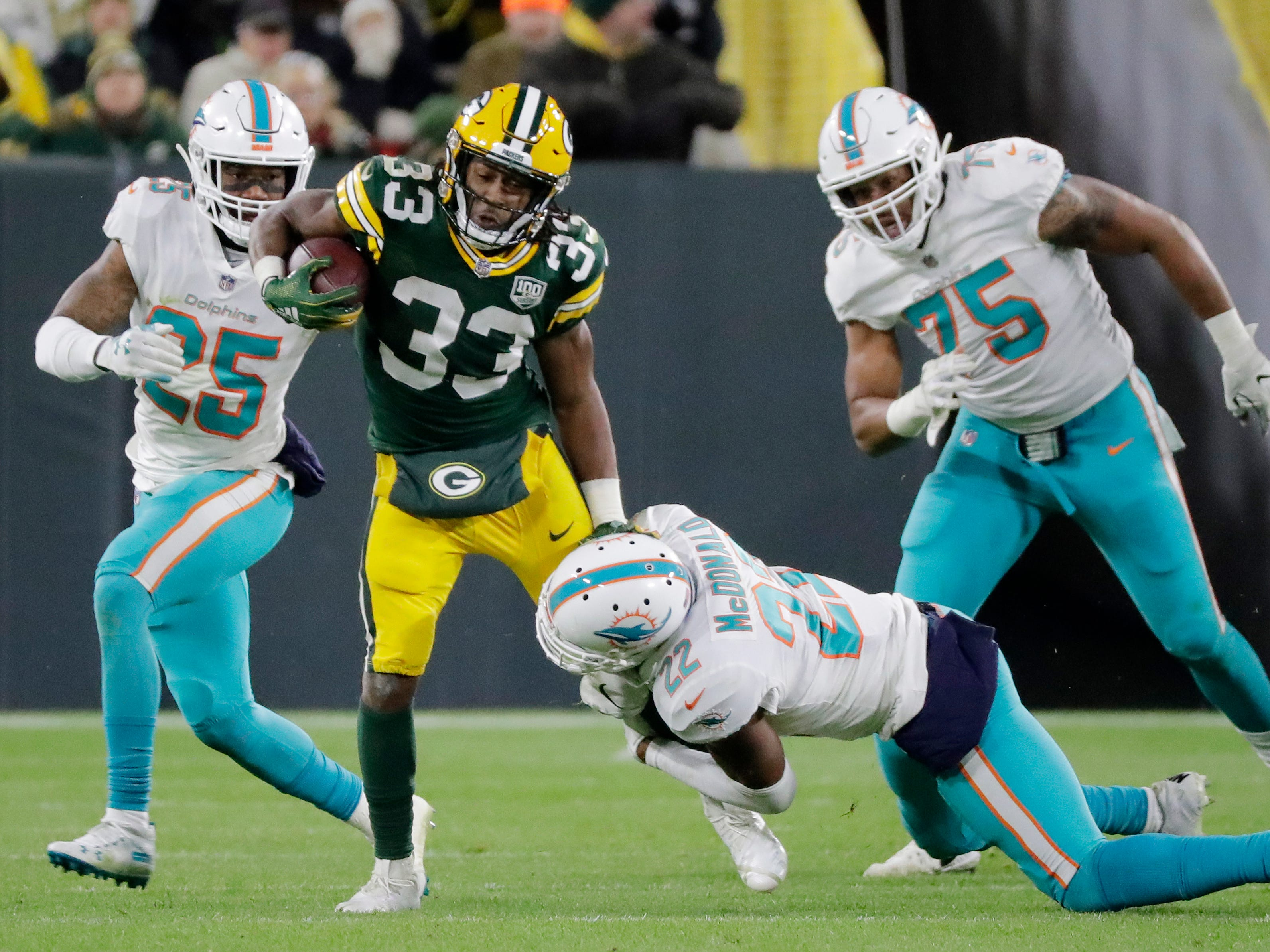 Green Bay Packers running back Aaron Jones (33) rushes against the Miami Dolphins at Lambeau Field on Sunday, November 11, 2018 in Green Bay, Wis.Adam Wesley/USA TODAY NETWORK-Wisconsin