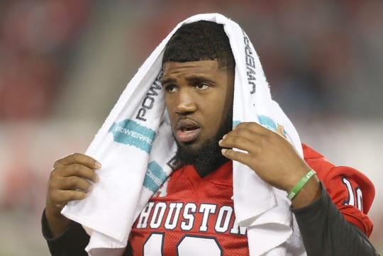 How would Houston Cougars defensive tackle Ed Oliver (10) look in an Arizona Cardinals uniform? Many recent NFL mock drafts think he'd be a good fit in Arizona.