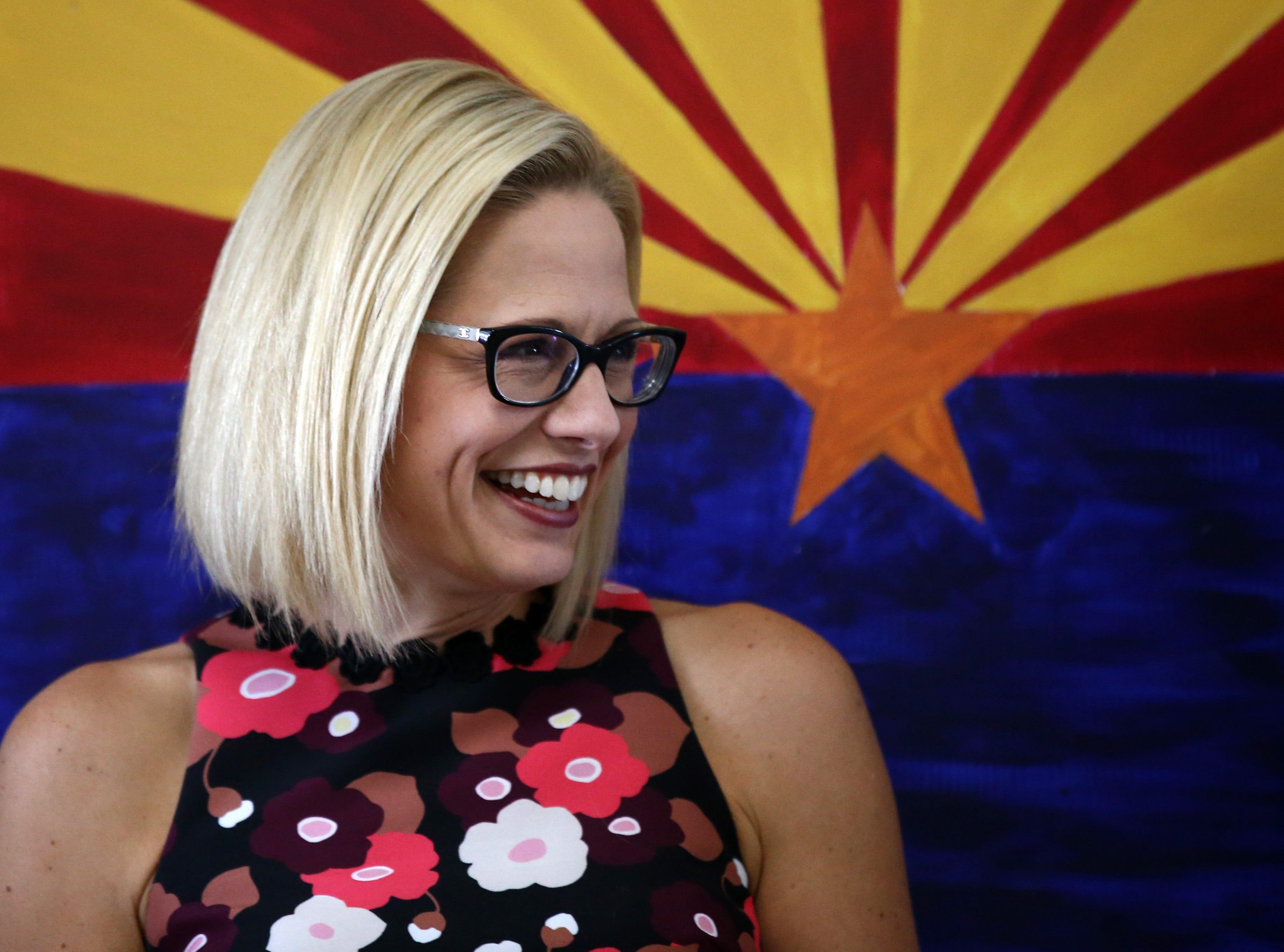 La demócrata Kyrsten Sinema ganó el escaño disponible de Arizona en el Senado federal en una de las contiendas más seguidas en Estados Unidos.