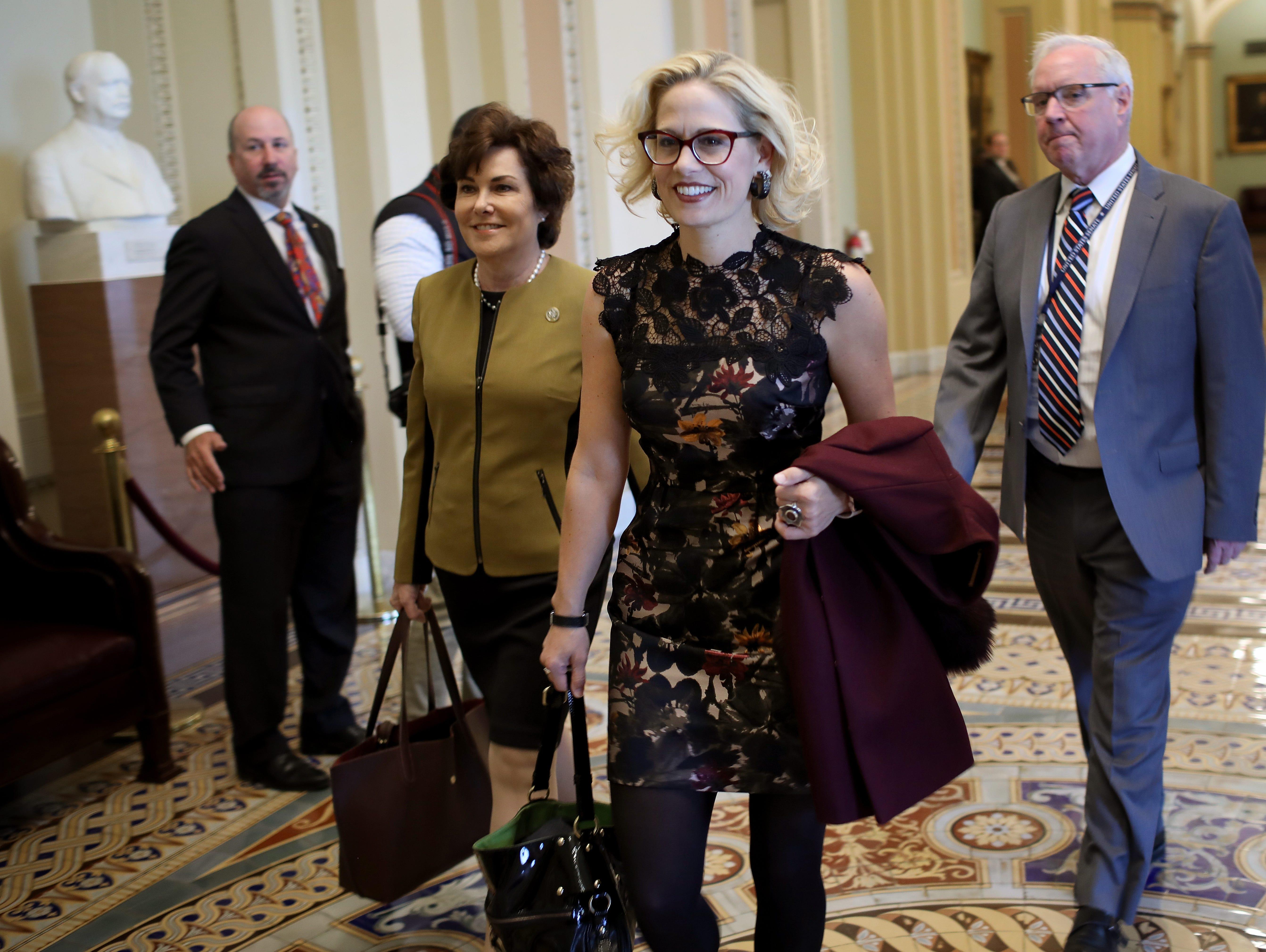 Triunfo de Sinema muestra que Arizona tiene 'destellos morados'