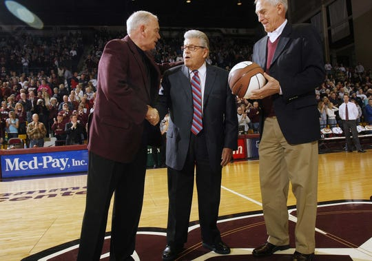 Former MSU President MIke Nietzel thanks the late John Q. Hammons for his contribution to the university. Hammons donated to the JQH Arena.