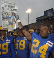 Mike Adams holds up The News Journal special edition with his own picture in the final seconds of Delaware's 2003 NCAA semifinal win over Wofford.