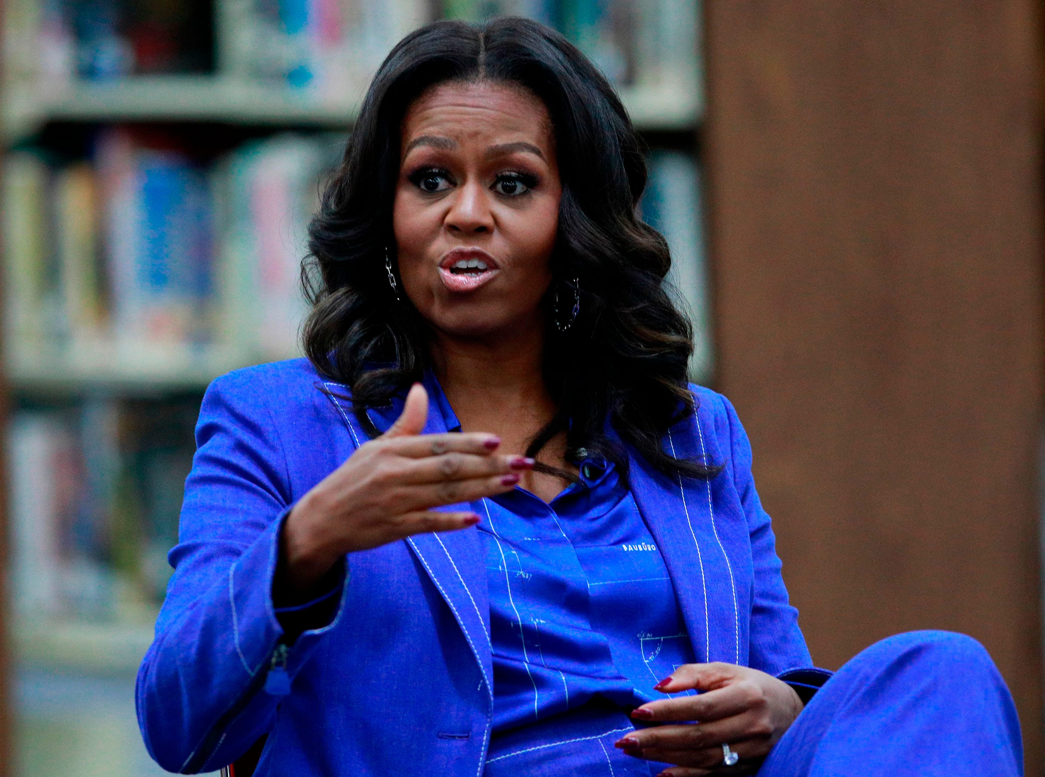 Michelle Obama talks 2020 Trump challengers, gives update on Malia and Sasha