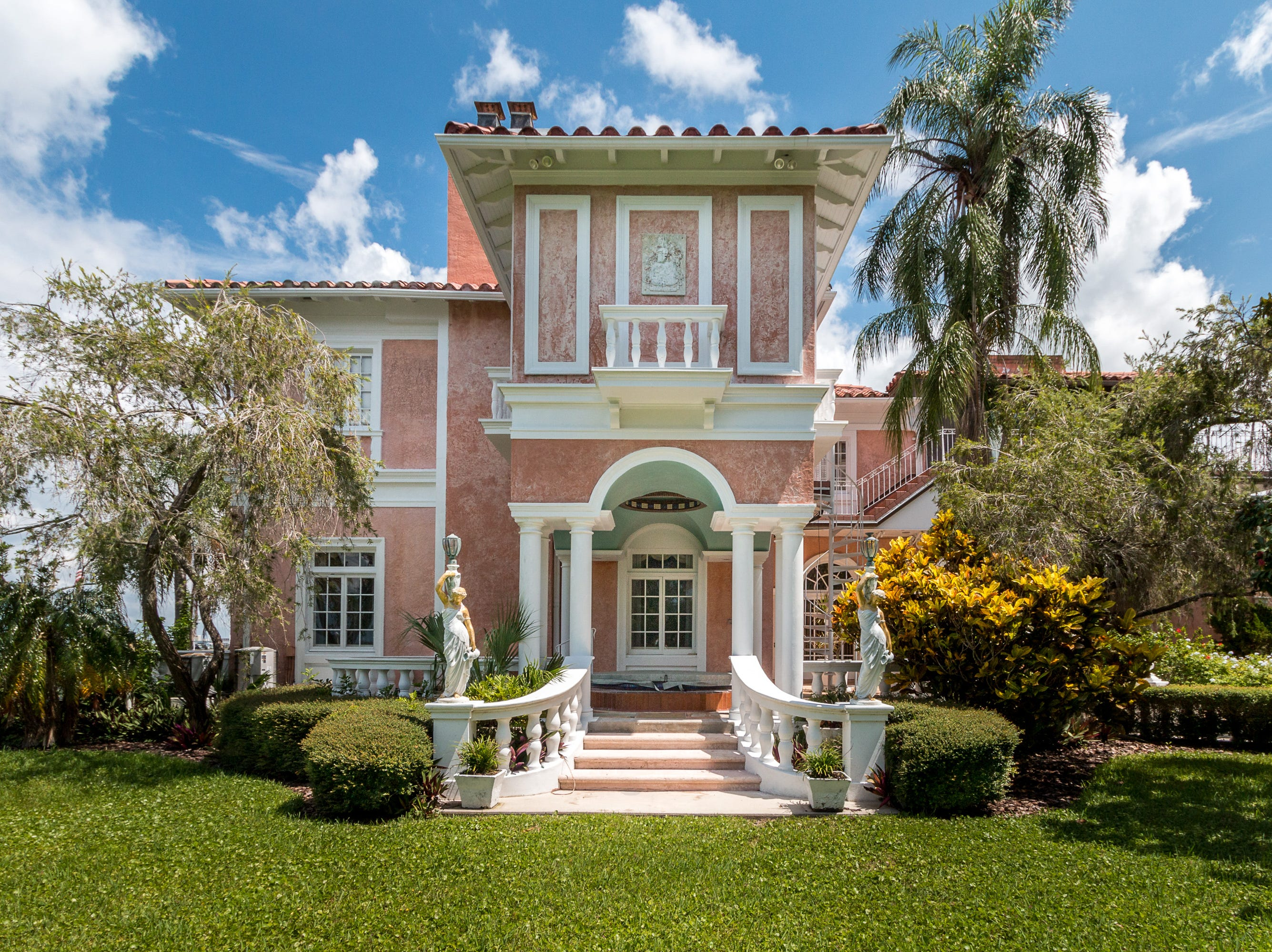 This mansion in Dunedin, Florida, was built in 1925. In 1934, W.K. Kellogg and his wife Carrie bought it.