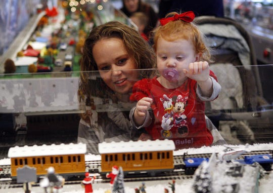 Holiday Trains at Behringer-Crawford Museum