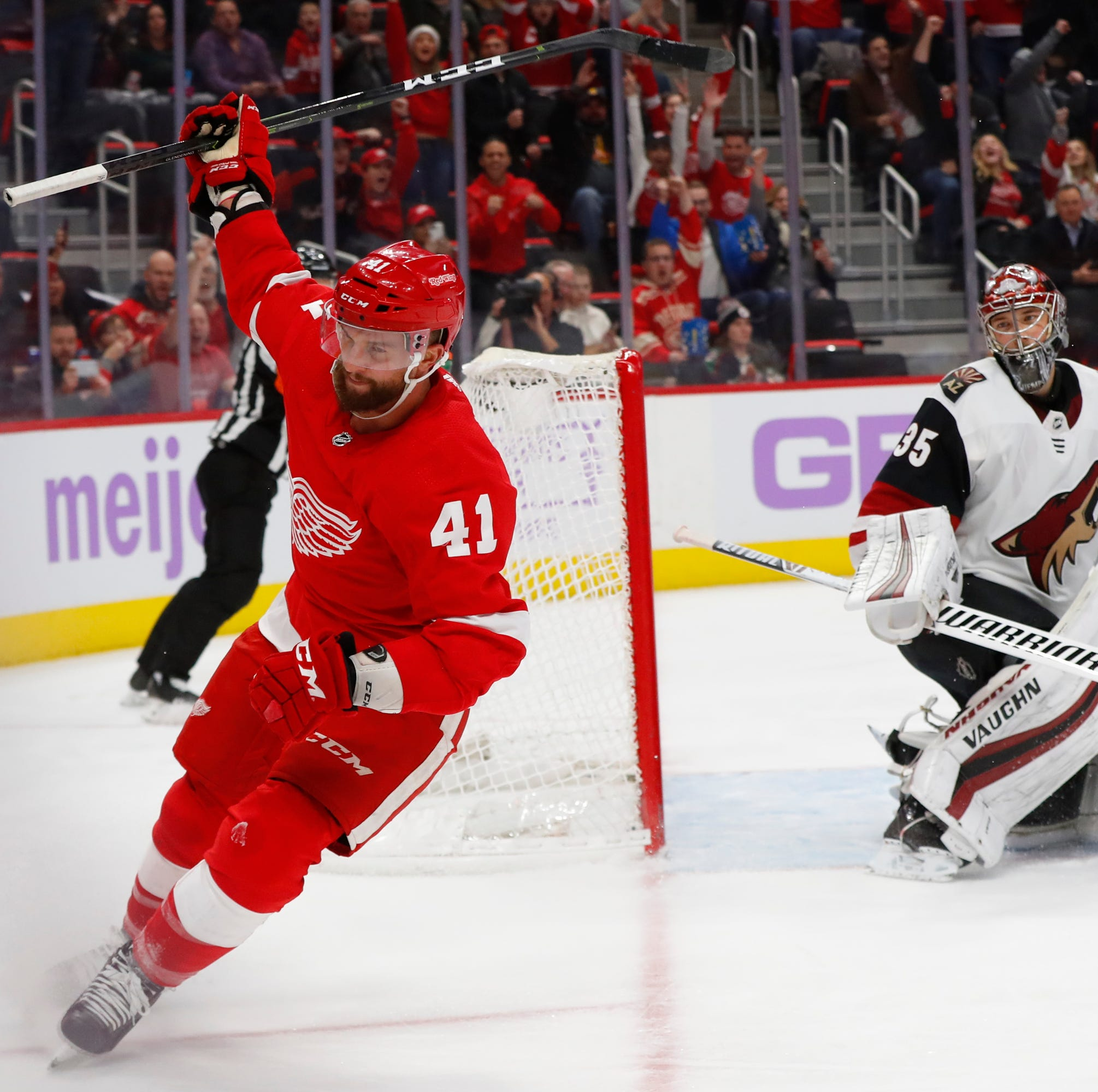 Red Wings wallop Coyotes to reach .500 mark