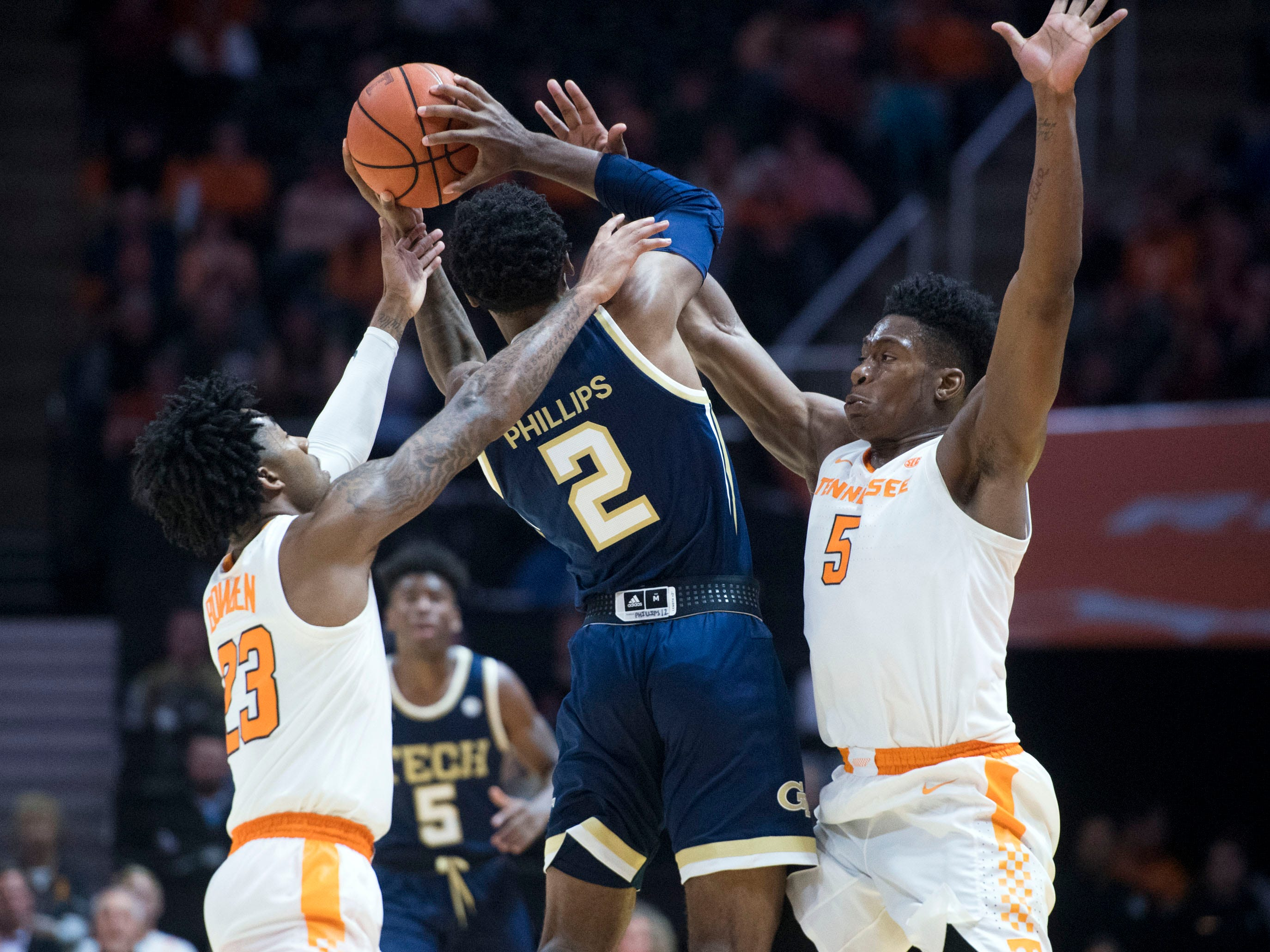 Tennessee's Jordan Bowden (23) and Admiral Schofield (5) defend Georgia Tech's Shembari Phillips (2) at Thompson-Boling Arena on Tuesday, November 13, 2018.