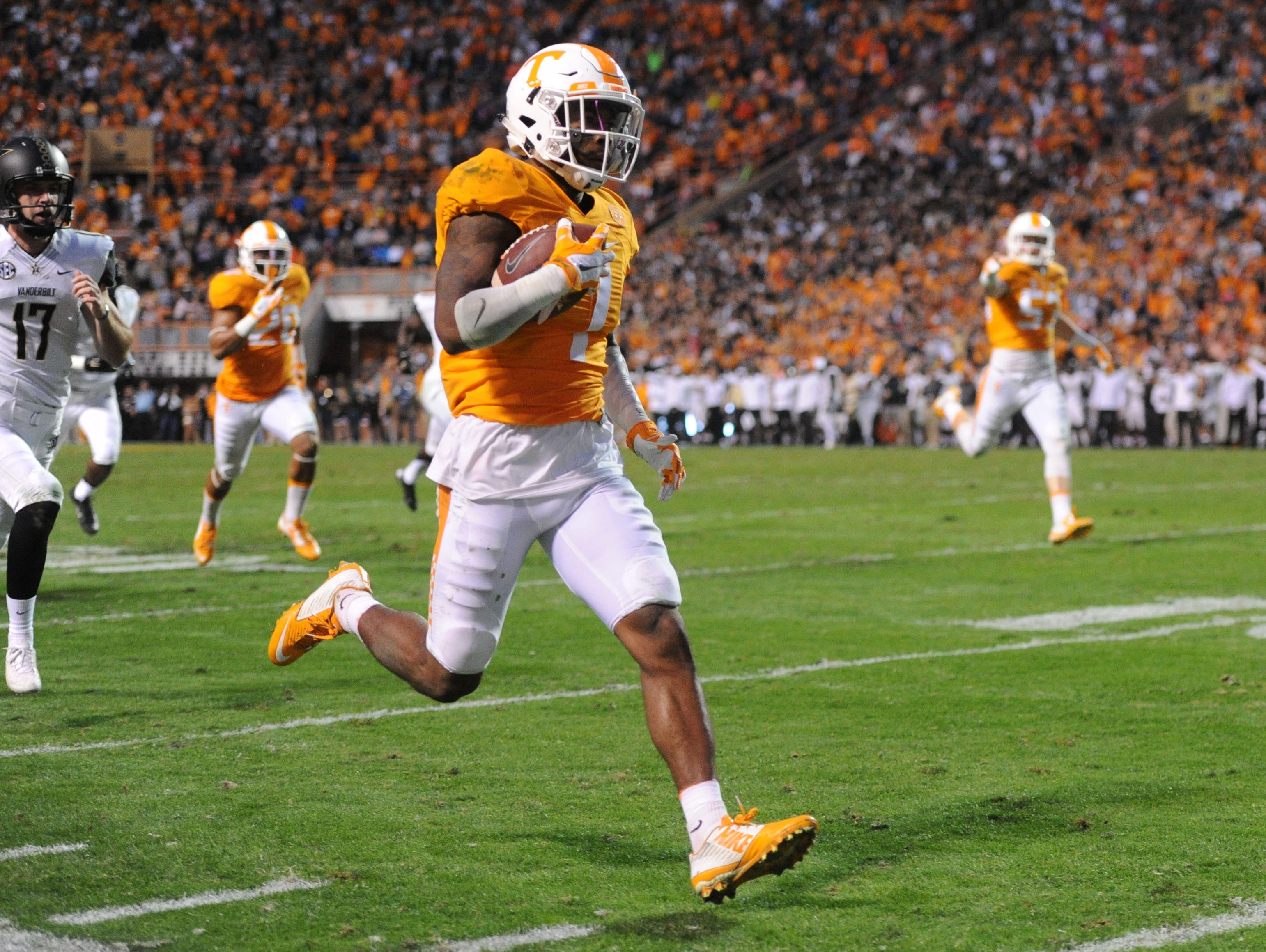 Tennessee defensive back Cameron Sutton (7) returns a punt for 85 yards against Vanderbilt during the first half at Neyland Stadium in Knoxville, Tenn. on Saturday, Nov. 28, 2015.