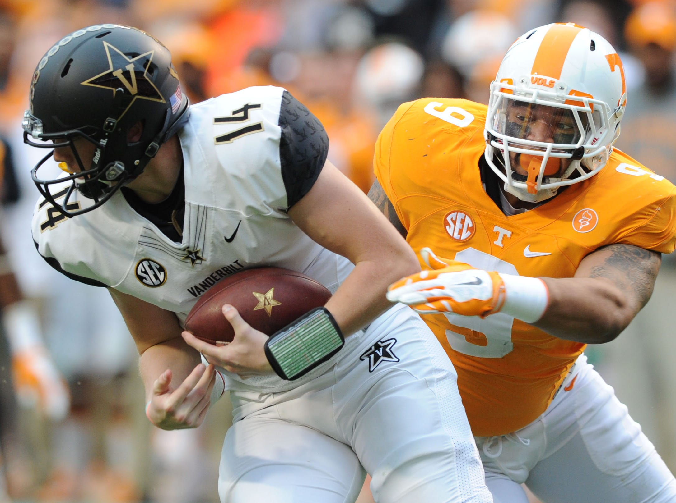 Tennessee defensive end Derek Barnett (9) chases down Vanderbilt quarterback Kyle Shurmur (14) during the first half at Neyland Stadium in Knoxville, Tenn. on Saturday, Nov. 28, 2015.