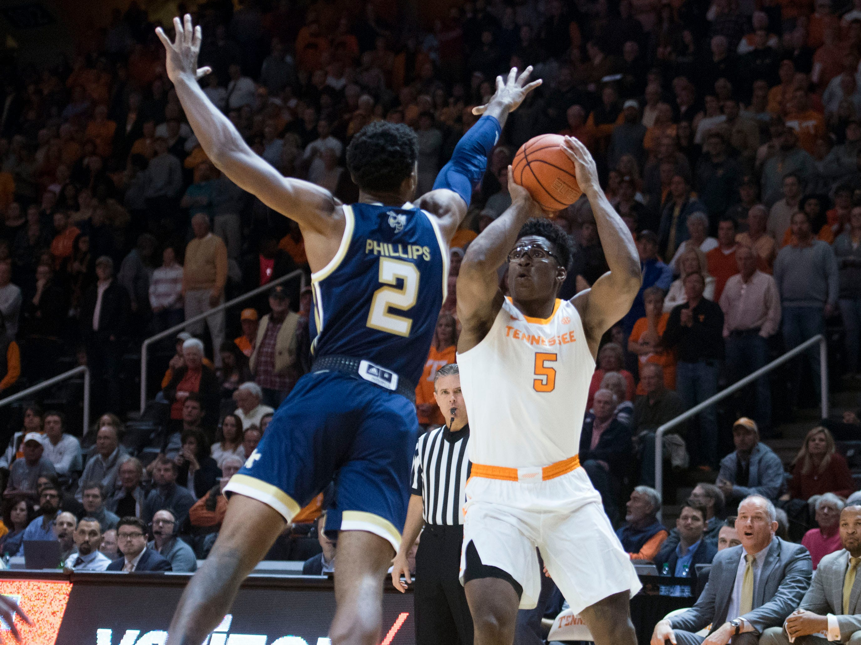 /Tennessee's Admiral Schofield (5) scores three while defended by Georgia Tech's Shembari Phillips (2) at Thompson-Boling Arena on Tuesday, November 13, 2018.