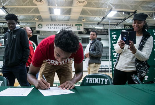 David Johnson Signs With Louisville