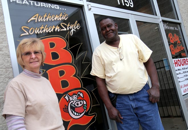 Linda and Will Anderson of Belly Busters BBQ in Ashland will serve a Thanksgiving meal for those in need on the holiday.
