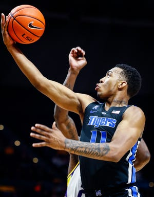 Memphis guard Antwann Jones drives for a layup against the LSU defense during action in Baton Rouge, La., Tuesday, November 13, 2018.